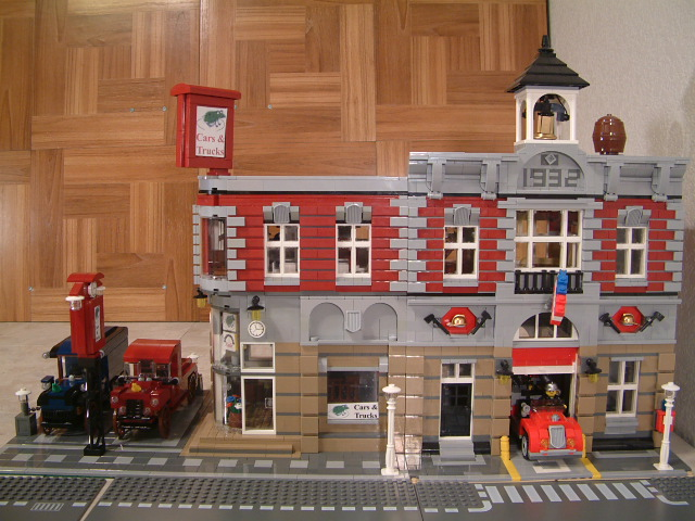 Custom Lego modular car dealership. modular lego truck dealership to match the lego fire brigade 10197.